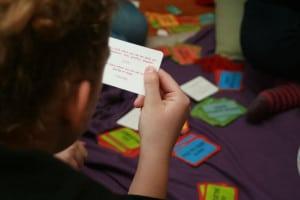 Kártyákkal és társakkal könnyebb a tanulás...